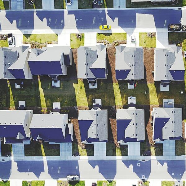 gruppo di case in un quartiere visto dall'alto